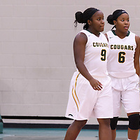 1st year guard Kyanna Giles (9) and twin sister 1st year guard Kyia Giles (6) of the Regina Cougars during the Women's Basketball Preseason game on October 6 at Centre for Kinesiology, Health and Sport. Credit: Arthur Ward/Arthur Images