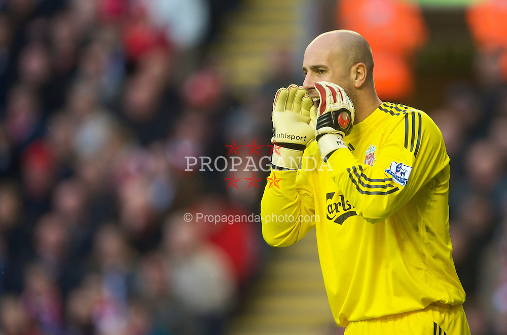 LIVERPOOL, ENGLAND - Saturday, November 21, 2009: Liverpool's goalkeeper Pepe Reina in action against Manchester City during the Premiership match at Anfield. (Photo by David Rawcliffe/Propaganda)