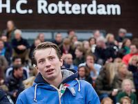ROTTERDAM - HOCKEY -  Rotterdam speler Seve van Ass, die vorige week tijdens tijdens de wedstrijd tegen Amsterdam 7 tanden verloor en een gebroken kaak op liep , tijdens de hoofdklasse hockeywedstrijd tussen de mannen van Rotterdam en Oranje-Zwart (0-2). COPYRIGHT KOEN SUYK