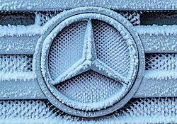 THEMENBILD - ein eingefrorener Mercedes Stern auf dem Kühlergrill eines LKWs, aufgenommen am 23. November 2017 in Ruka, Kuusamo, Finnland // a frozen Mercedes star on the grille of a truck, Ruka, Kuusamo, Finland on 2017/11/23. EXPA Pictures © 2017, PhotoCredit: EXPA/ JFK