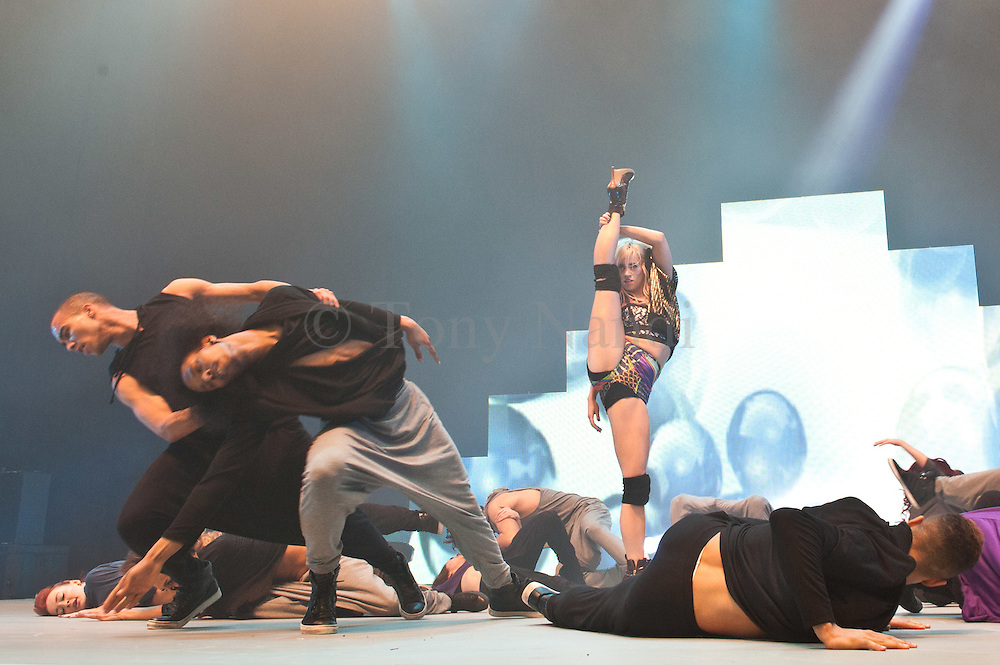 MOVE IT the show for dancers, teachers, students and dance enthusiasts presents Kimberly Wyatt performing with D.inc Wear Danvce Corps.