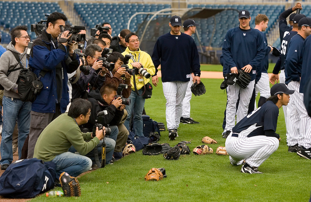 during the first day of spring training for pitchers and catchers in Tampa, Florida February 15, 2007. REUTERS/Scott Audette (UNITED STATES)