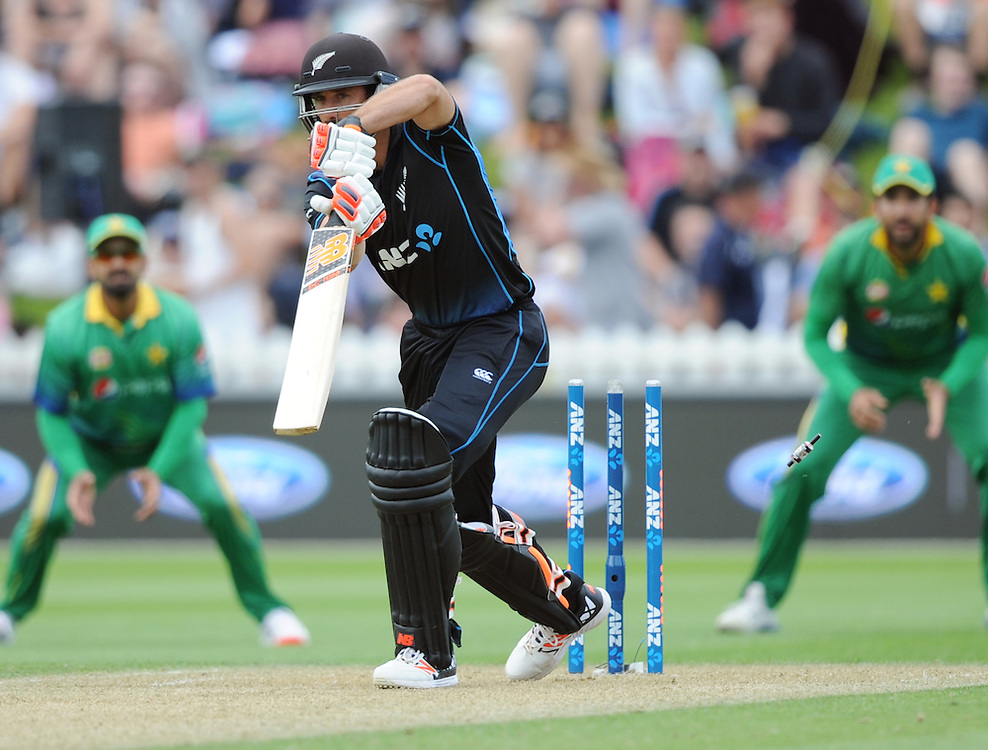 New Zealand's Grant Elliott is bowled for 0 by Pakistan's Anwar Ali in the 1st ODI International Cricket match at Basin Reserve, Wellington, New Zealand, Monday, January 25, 2016. Credit:SNPA / Ross Setford