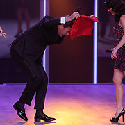 NLD/Hilversum/20120916 - 4de live uitzending AVRO Strictly Come Dancing 2012, Reinout Oerlemans doet een stier op rode lap na met Kim Lian van der Meij