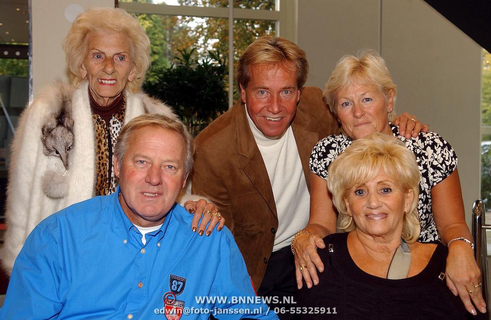NLD/Bussum/20051019 - CD presentatie Thomas Berge en Koos Alberts, de Veerkampjes, Nel, Ton en Hannie Veerkamp, Joke en Koos Alberts