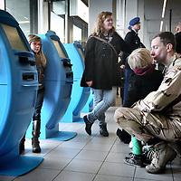 Nederland, Amsterdam Schiphol , 6 januari 2014.<br /> De eerste Nederlandse militairen vertrekken op maandag 6 januari vanaf Amsterdam Airport Schiphol naar Mali. Deze militairen, voornamelijk genisten en kwartiermakers, zullen de komst voorbereiden van de hoofdmacht, die naar verwachting in maart naar Mali vertrekt om te worden ingezet voor de United Nations Multidimensional Integrated Stabilisation Mission (MINUSMA). Deze eerste groep bestaat uit 14 militairen. Zij zullen het Nederlandse kampement, waaronder werk- en slaapverblijven, opbouwen. <br /> Op de foto: een militair neemt afscheid van vrouw en kinderen.<br /> <br /> The first 14 Dutch soldiers left on Monday, January 6th from Amsterdam Airport Schiphol to Mali. These soldiers, mainly engineers and quartermasters, will prepare the arrival of the main force, which will be  arriving in Mali in March and will be deployed for the United Nations Stabilization Mission Multidimensional Integrated (MINUSMA).