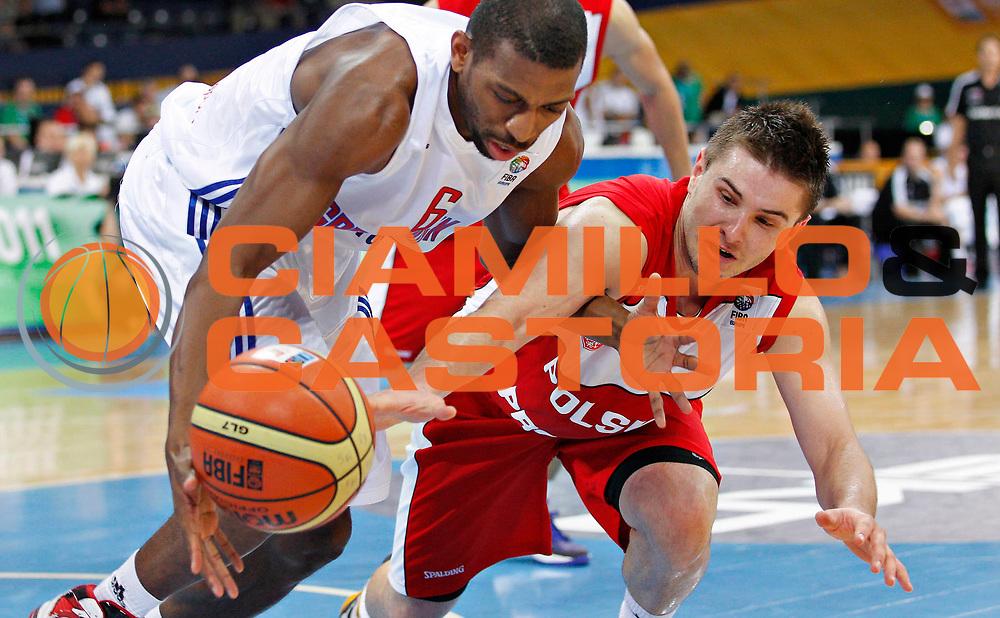 DESCRIZIONE : Panevezys Lithuania Lituania Eurobasket Men 2011 Preliminary Round Inghilterra Polonia Great Britain Poland<br /> GIOCATORE : Mike Lenzly Dardan Berisha<br /> SQUADRA : Inghilterra Great Britain Polonia Poland<br /> EVENTO : Eurobasket Men 2011<br /> GARA : Inghilterra Polonia Great Britain Poland<br /> DATA : 05/09/2011 <br /> CATEGORIA : palleggio special<br /> SPORT : Pallacanestro <br /> AUTORE : Agenzia Ciamillo-Castoria/L.Kulbis<br /> Galleria : Eurobasket Men 2011 <br /> Fotonotizia : Panevezys Lithuania Lituania Eurobasket Men 2011 Preliminary Round Inghilterra Polonia Great Britain Poland<br /> Predefinita :