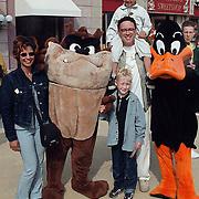 Oopening Six Flags Dronten, Peter Douglas met vrouw en kinderen