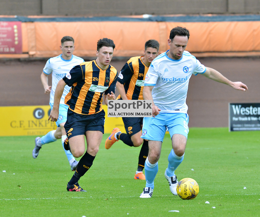 Forfar striker Jim Lister is chased by Berwick players including number 4 Steven Notman......(c) BILLY WHITE | SportPix.org.uk
