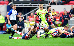 Will Cliff of Bristol Rugby fails to gather  pass from David Lemi of Bristol Rugby  - Mandatory by-line: Joe Meredith/JMP - 30/10/2016 - RUGBY - Ashton Gate - Bristol, England - Bristol Rugby v Sale Sharks - Aviva Premiership