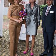 NLD/Amsterdam/20140523 - Koningin Maxima aanwezig bij Cordaid lunch voor stille helpers , Koningin Maxima wordt begroet door Cordaid directrice Simone Filippini en Ernst Hirsch Ballin