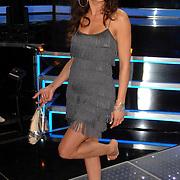 NLD/Weesp/20070312 - 2e Live uitzending Just the Two of Us 2007, Peggy Jane de Schepper op blote voeten met haar schoenen in haar hand