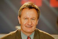 31 JAN 1998, GERMANY/DORTMUND:<br /> Friedhelm Julius Beucher, MdB, SPD, Mitglied im SPD Landesvorstand Nordrhein-Westfalen, auf dem Landesparteitag der SPD NRW<br /> IMAGE: 19980131-01/02-08