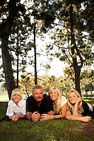 22 November 2009:  Darrell, Beth, Keefe and Janelle Nottke at the park in Costa Mesa for a family photo session.  Caucasian Orange County family