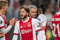 24-05-2017 SWE: Final Europa League AFC Ajax - Manchester United, Stockholm<br /> Finale Europa League tussen Ajax en Manchester United in het Friends Arena te Stockholm / Een teleurgestelde Bertrand Traoré #9 wordt getroost door Jose Mourinho
