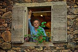 Renomado escultor gaúcho, o artista Bez Batti, descendente de italianos e conhecido internacionalmente, trabalha com mármore, basalto e seixos retirados do leito do Rio das Antas, no entorno do qual se deu a colonização italiana, na Serra Gaúcha. FOTO: Lucas Uebel/ Agência Preview