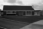 15/11/1965<br /> 11/15/1965<br /> 15 November 1965<br /> Exteriors and interiors of houses at Offington Park, Sutton, Dublin. View of outside of one of the houses.