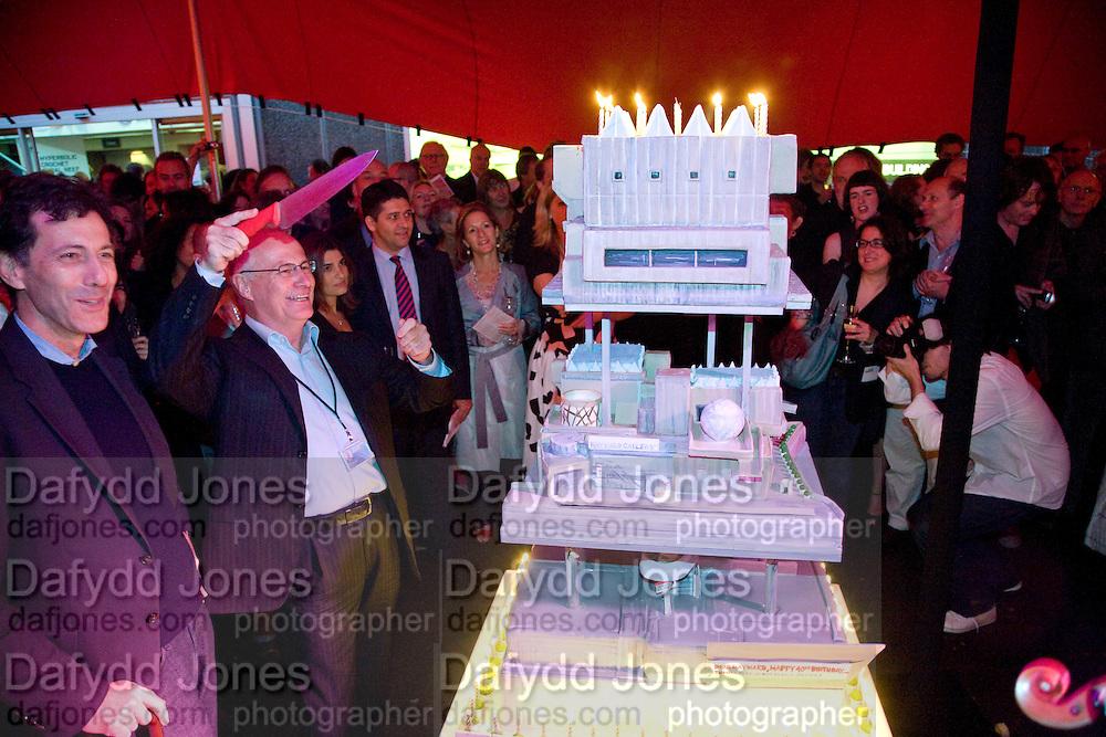 RALPH RUGOFF; MICHAEL LYNCH;  The Hayward Gallery 40th birthday Gala. hayward Gallery. South Bank. 9 July 2008 *** Local Caption *** -DO NOT ARCHIVE-© Copyright Photograph by Dafydd Jones. 248 Clapham Rd. London SW9 0PZ. Tel 0207 820 0771. www.dafjones.com.