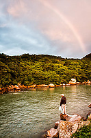 Homem pescando no canal da Barra da Lagoa. Florianópolis, Santa Catarina, Brasil. / Man fishing at Barra da Lagoa canal. Florianopolis, Santa Catarina, Brazil.