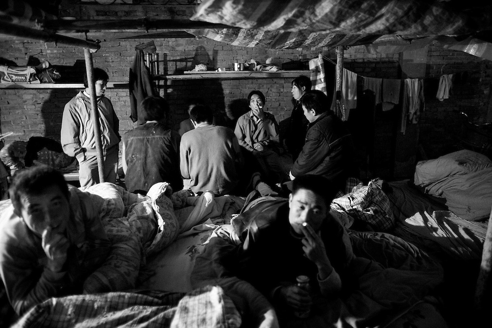 At the dormitory of Mr. Ye's colleagues. Ye Mingfa and Ye Saiqin are a migratory couple, travelling from one building site to the next with their son. As so many others, both left the countryside, following the call from the cities to find work and escape the dullness of rural life. Mingfa has laboured at some of Beijing's largest construction sites and Saiquin worked in the factories of southern China. Today they mostly live in Wuhan, a megacity in Central China; four of them to a small room of 8 sqm, together with Saiquin's brother. Mingfa works mainly as a bricklayer at one of the many sites in the city. Saiquin looks after their two-year old son Wenjie.<br />