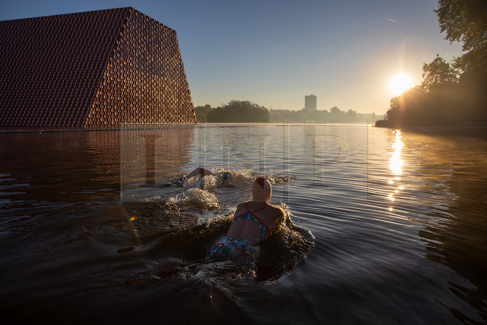 © Licensed to London News Pictures. 27/09/2018. London, UK. Swimmers enter the Serpentine Lido in Hyde Park at sunrise this morning. The temperature in the capital is set to reach 22 degrees Celsius later today. Photo credit : Tom Nicholson/LNP
