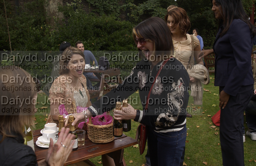 Sadie Frost and Charlotte Cutler. Afternoon tea party before the Frost French fashion show. Regents Park. 15 September 2002. © Copyright Photograph by Dafydd Jones 66 Stockwell Park Rd. London SW9 0DA Tel 020 7733 0108 www.dafjones.com
