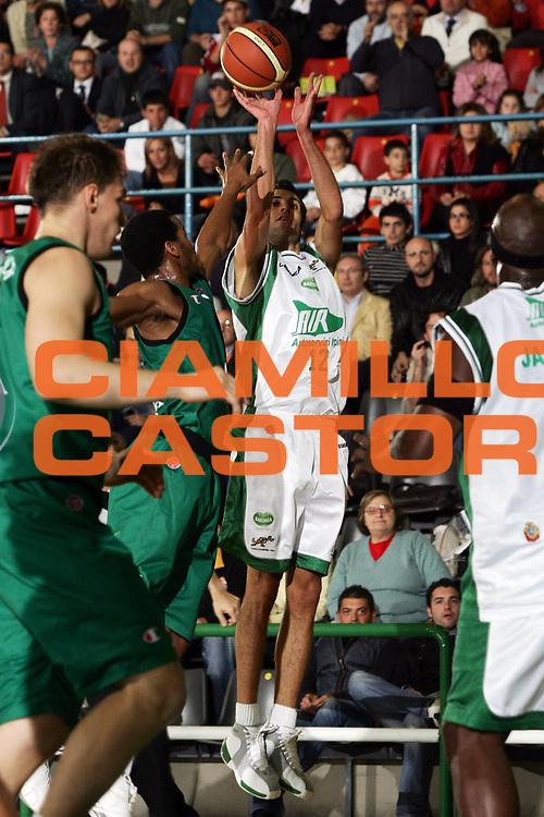 DESCRIZIONE : Avellino Lega A1 2006-07 Air Avellino Montepaschi Siena<br /> GIOCATORE : Rossetti<br /> SQUADRA : Air Avellino<br /> EVENTO : Campionato Lega A1 2006-2007 <br /> GARA : Air Avellino Montepaschi Siena<br /> DATA : 19/10/2006 <br /> CATEGORIA : Tiro<br /> SPORT : Pallacanestro <br /> AUTORE : Agenzia Ciamillo-Castoria/P.Lazzeroni<br /> Galleria : Lega Basket A1 2006-2007 <br /> Fotonotizia : Avellino Campionato Lega A1 2006-07 Air Avellino Montepaschi Siena<br /> Predefinita :