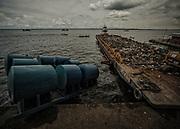 Brazil, Amazonas, rio Negro, Manaus.<br /> <br /> Nettoyage des eaux du rio Negro et du rio Solimoes. Chaque jour, le Genesis recupere les dechets de surface de l'agglomeration rejetes dans les eaux du port.