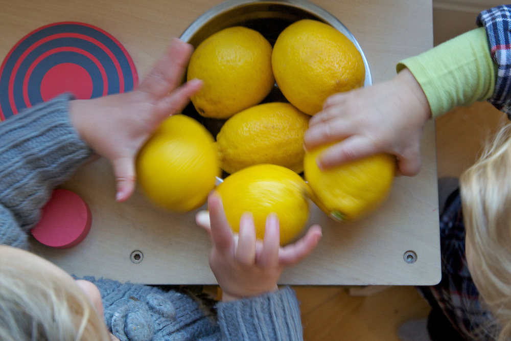 Play kitchen with lemons