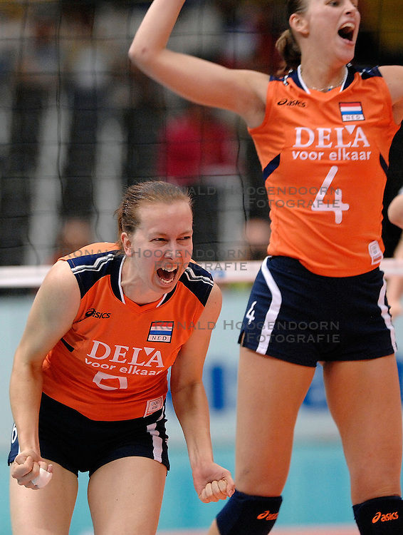 08-11-2006 VOLLEYBAL: WK DAMES: NEDERLAND - DUITSLAND: OSAKA JAPAN<br /> De Oranjedames hebben op het WK in de tweede ronde een knappe zege behaald op Duitsland. In het Japanse Osaka werd het 3-2 (23-25, 25-21, 25-23, 23-25, 16-14) voor Nederland / Mirjam Orsel, Chaine Staelens<br /> &copy;2006-WWW.FOTOHOOGENDOORN.NL