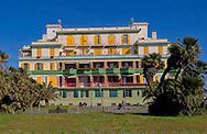 Lido di Ostia, Roma<br /> Un edificio in piazza Anco Marzio<br /> Lido di Ostia, Rome<br /> A building in Piazza Anco Marzio.