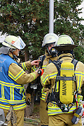 Mannheim. 23.02.17   BILD- ID 057  <br /> Schönau. Brand im Mehrfamilienhaus. Bei dem Brand in einem Vierfamilienhaus am Donnerstagnachmittag auf der Schönau ist ein geschätzter Schaden von rund 300 000 Euro entstanden. Das Feuer war im ersten Obergeschoss ausgebrochen und hatte auf das Dachgeschoss übergegriffen, teilte die Polizei mit. Die Bewohner konnten das Haus im Ludwig-Neischwander-Weg rechtzeitig verlassen. Verletzt wurde bei dem Brand niemand. Die Feuerwehr brachte den Brand unter Kontrolle. Die Brandursache ist noch nicht bekannt.<br /> Bild: Markus Prosswitz 23FEB17 / masterpress (Bild ist honorarpflichtig - No Model Release!)
