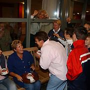 Brandweeroefening bejaardentehuis de Bolder Huizen, slachtoffers krijgen koffie