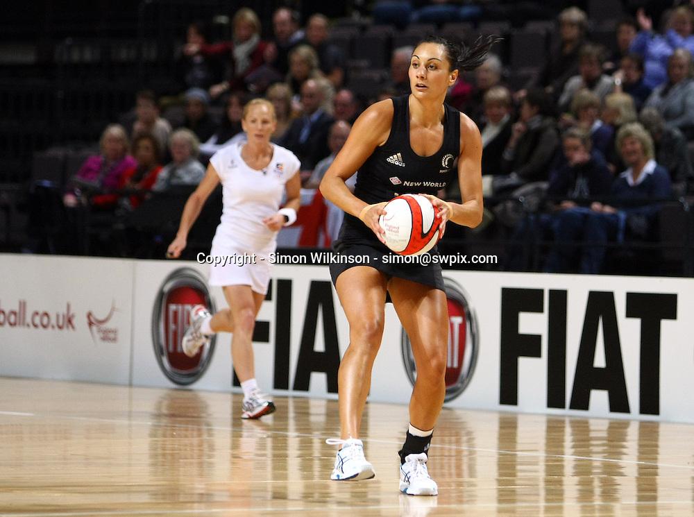 PICTURE BY VAUGHN RIDLEY/SWPIX.COM...Netball - International Netball Series - England v New Zealand - MEN Arena, Manchester, England - 15/01/11...New Zealand's Joline Henry.