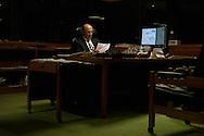 Brasilia, DF, Brasil, 19/06/2007, 19h21: O ministro Henrique Meirelles, presidente do Banco Central, posa em sua mesa  no Banco Central do Brasil.    foto:Caio Guatelli