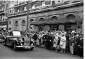 1962 General and Mrs Eisenhower, leaving the Gresham Hotel, Dublin.