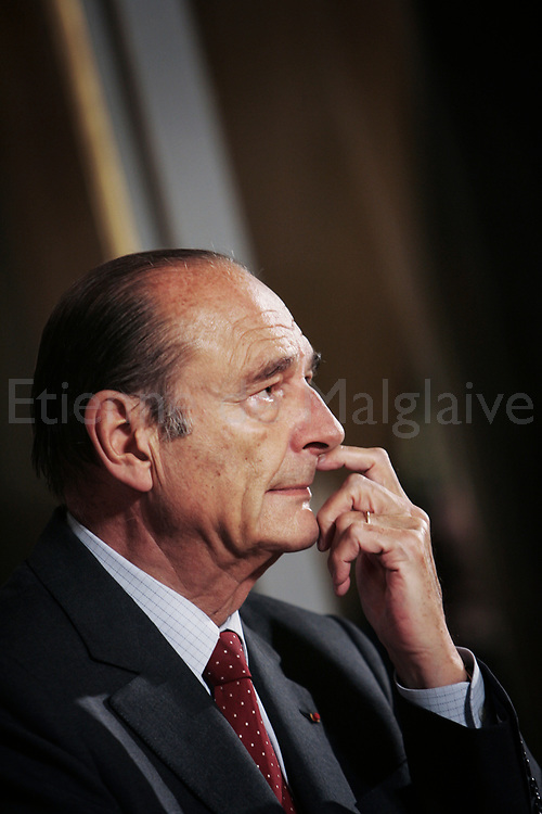 French and German leaders Jacques Chirac and Angela Merkel met Monday in the historic town of Versailles outside Paris.