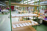 DEU, Deutschland, Germany, Eberswalde, 11.06.2020: Ein Regal mit textilen Masken. In der Corona-Krise produziert der Schulranzenhersteller Thorka (McNeill) auch Mund-Nase-Schutzmasken. Im Unternehmen gibt es Pläne, in die Herstellung von medizinischen FFP-Masken einzusteigen.