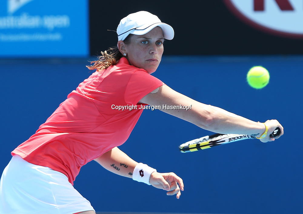 Australian Open 2013, Melbourne Park,ITF Grand Slam Tennis Tournament, Romina Oprandi (SUI),.Aktion,Einzelbild,Halbkoerper,Querformat,