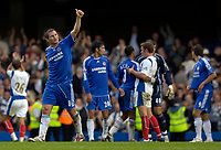 Photo: Daniel Hambury.<br />Chelsea v Portsmouth. The Barclays Premiership. 21/10/2006.<br />Chelsea's Frank Lampard gives the thumbs up at the end of the game.