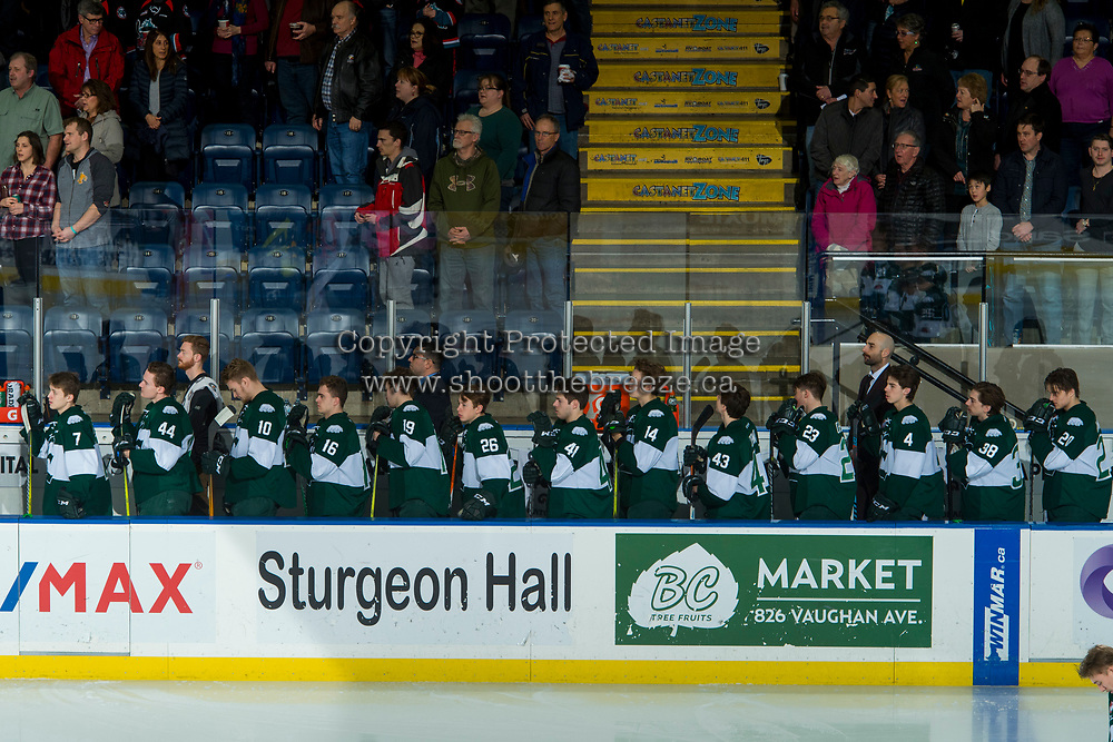 KELOWNA, CANADA - FEBRUARY 2: the Everett Silvertips stand on the bench against the Kelowna Rockets  on FEBRUARY 2, 2018 at Prospera Place in Kelowna, British Columbia, Canada.  (Photo by Marissa Baecker/Shoot the Breeze)  *** Local Caption ***