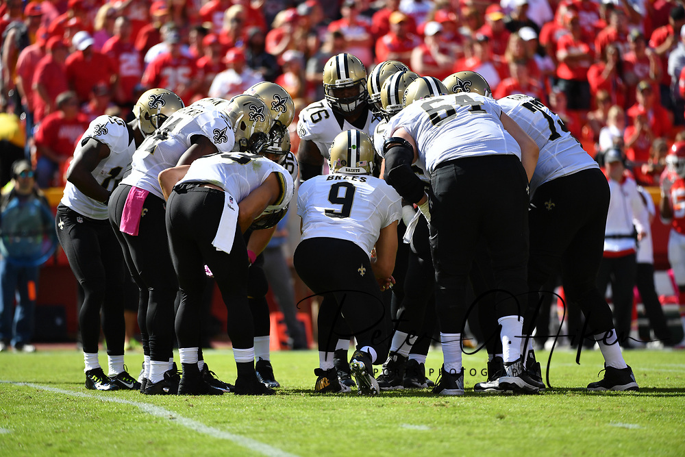 KANSAS CITY, MO - OCTOBER 23: Quarterback Drew Brees #9 of the New Orleans Saints calls a play during a huddle at Arrowhead Stadium during the first quarter of the game against the Kansas City Chiefs on October 23, 2016 in Kansas City, Missouri. (Photo by Peter Aiken/Getty Images)