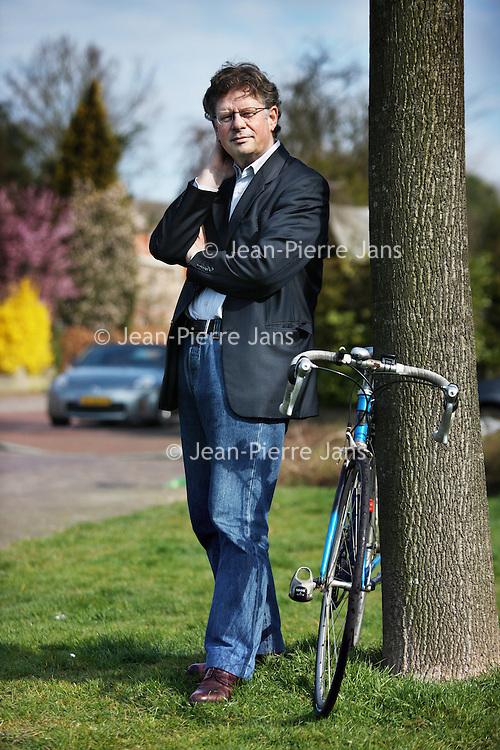Nederland, Haarlem , 4 april 2011..Lodewijk  de Waal (Rotterdam, 4 november 1950) is een Nederlands bestuurder en voormalig voorzitter van de Federatie Nederlandse Vakbeweging (FNV)..Op 22 oktober 2008 werd De Waal namens de Staat der Nederlanden commissaris bij de ING-bank. Als voorzitter van de TaskForce MobiliteitsManagement houdt hij zich verder bezig met de file- en milieuproblematiek. In april 2010 stelde De Waal zich voor de PvdA kandidaat voor de Tweede Kamer. Hij staat als 70ste op de lijst van deze partij..Foto:Jean-Pierre Jans