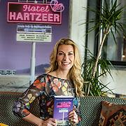 NLD/Amsterdam//20170413 - 'Hotel Hartzeer' schrijfsters Marion Pauw en Susan Smit, Susan Smit