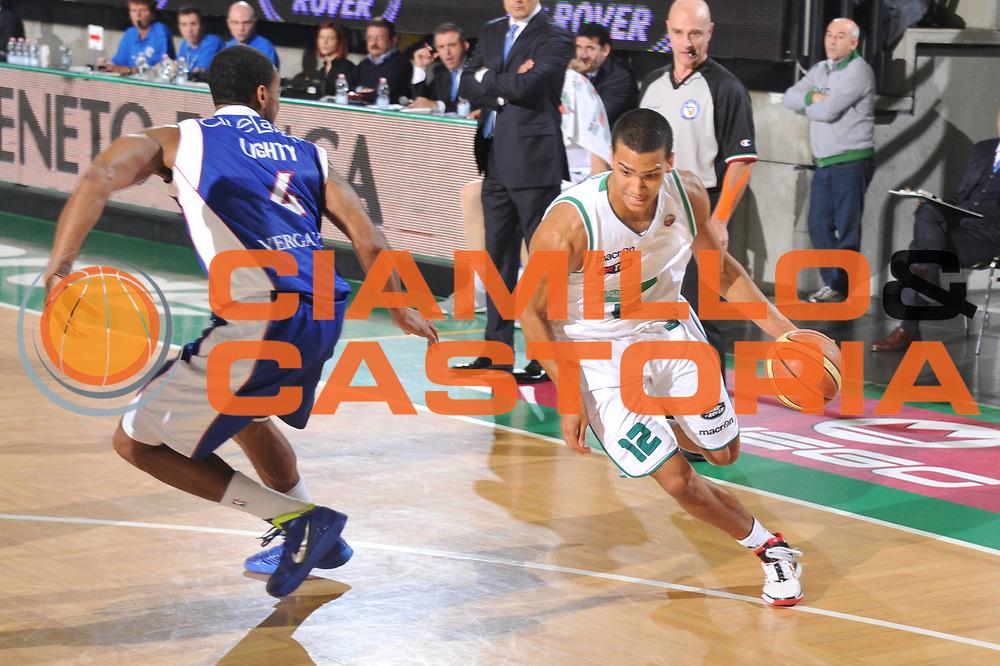DESCRIZIONE : Treviso Lega A 2011-12 Benetton Treviso Bennet Cantu<br /> GIOCATORE : Daniele Sandri<br /> CATEGORIA :  Palleggio<br /> SQUADRA : Benetton Treviso Bennet Cantu<br /> EVENTO : Campionato Lega A 2011-2012<br /> GARA : Benetton Treviso Bennet Cantu<br /> DATA : 06/11/2011<br /> SPORT : Pallacanestro<br /> AUTORE : Agenzia Ciamillo-Castoria/M.Gregolin<br /> Galleria : Lega Basket A 2011-2012<br /> Fotonotizia :  Treviso Lega A 2011-12 Benetton Treviso Bennet Cantu<br /> Predefinita :