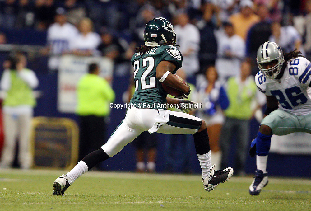 IRVING, TX - SEPTEMBER 15:  Cornerback Asante Samuel #22 of the Philadelphia Eagles intercepts a first quarter pass during the game against the Dallas Cowboys at Texas Stadium on September 15, 2008 in Irving, Texas. The Cowboys defeated the Eagles 41-37. ©Paul Anthony Spinelli *** Local Caption *** Asante Samuel