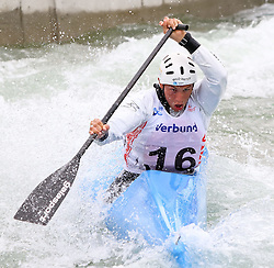 27.06.2015, Verbund Wasserarena, Wien, AUT, ICF, Kanu Wildwasser Weltmeisterschaft 2015, C1 men, im Bild Jadran Zonjic (CRO) // during the final run in the men's C1 class of the ICF Wildwater Canoeing Sprint World Championships at the Verbund Wasserarena in Wien, Austria on 2015/06/27. EXPA Pictures © 2014, PhotoCredit: EXPA/ Sebastian Pucher