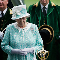 ASCOT, ENGLAND - JUNE 18:  HM The Queen at the presentation of the Goild Cup on the third day of Royal Ascot at Ascot Racecourse on June 18, 2009 in Ascot, England.  (Photo by Marco Secchi/Getty Images)