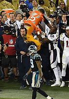 BILDET INNGÅR IKEK I FASTAVTALER. ALL NEDLASTING BLIR FAKTURERT.<br /> <br /> NFL Super Bowl<br /> Foto: imago/Digitalsport<br /> NORWAY ONLY<br /> <br /> February 7, 2016: Head Coach Gary Kubiak of the Denver Broncos is give the Gatorade bath by OLB Von Miller (58) and other Broncos late in the second half of the Denver Broncos 24-10 victory over the Carolina Panthers in Super Bowl 50 at Levi s Stadium in Santa Clara, California.<br /> <br /> NFL American Football Herren USA FEB 07 Super Bowl 50 - Broncos v Panthers
