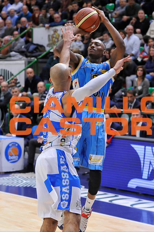 DESCRIZIONE : Campionato 2014/15 Dinamo Banco di Sardegna Sassari - Vanoli Cremona<br /> GIOCATORE : Kenny Hayes<br /> CATEGORIA : Tiro Tre Punti<br /> SQUADRA : Vanoli Cremona<br /> EVENTO : LegaBasket Serie A Beko 2014/2015<br /> GARA : Dinamo Banco di Sardegna Sassari - Vanoli Cremona<br /> DATA : 10/01/2015<br /> SPORT : Pallacanestro <br /> AUTORE : Agenzia Ciamillo-Castoria / Luigi Canu<br /> Galleria : LegaBasket Serie A Beko 2014/2015<br /> Fotonotizia : Campionato 2014/15 Dinamo Banco di Sardegna Sassari - Vanoli Cremona<br /> Predefinita :